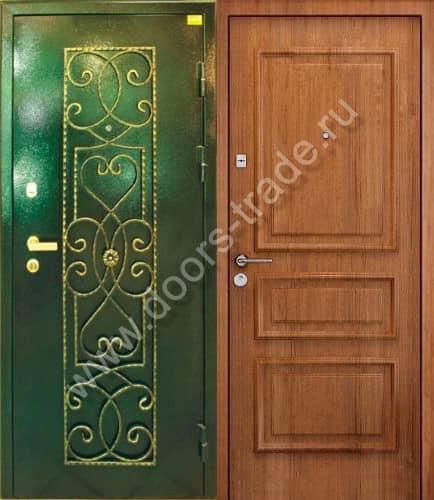 нестандартная входная дверь с декором